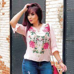 Blusinha Estampada @disaoficial ❣️Vendas e informações (062) 99971-9923 ou DIRECT 📍Enviamos para todo Brasil (ATACADO) 🔺Varejo somente na loja física ❣️Shopping 44 Loja 204 #atacadao44 #shopping44 #makeup #tshirts #blogueira #crentechic #moda #modagoiana #estilosa #modaexecutiva #blusasdelicadas #atacado #luxo #modadelicada #44goiania #tendencia #ObrigadoDeus #omelhorda44 #modafashion #goiania #VemPraDisa #goiania #frases #modaparameninas #lookdodia #cropped #disalovers #delicadas Fast Fashion, Moda Fashion, Floral Tops, Blouse, Women, Block Prints, Trends, Style, Top Flowers
