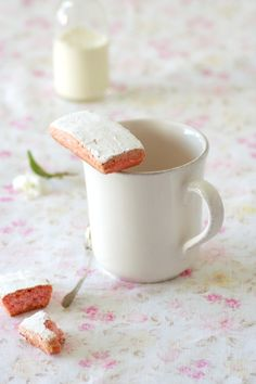 Rose biscuits... happy spring! (Google Translate to get this in English, or Catalan or Slovak if that's your thing!)