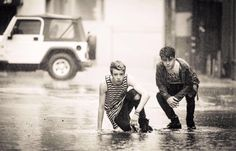 Playin' on a rainy day New District, Rainy Days, Couple Photos, Couples, People, Cute Teenage Boys, Couple Shots, Rain Days, Couple Photography