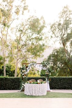 La Tavola Fine Linen Rental: Venice Lace White over Nuovo White | Photography: Jenny Quicksall Photography, Planning: Feathered Arrow, Florals: Poppyhill Flowers, Venue: Maravilla Gardens, Calligraphy: Betlem Calligraphy, Rentals: A Rental Connection, Dish Wish