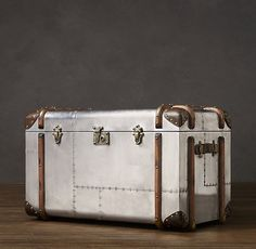 I found a vintage reproduction steamer trunk in the Restoration Hardware catalog that I absolutely fell in love with. I just couldn't justify the price of $180…