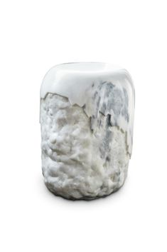 Yoho National Park is known for its expansive glaciers and impressive waterfalls. Made of Carrara marble, YOHO Stool is a tribute to this natural beauty. Place it in a modern interior design and this contemporary stool will complement it, adding an exclusive touch.