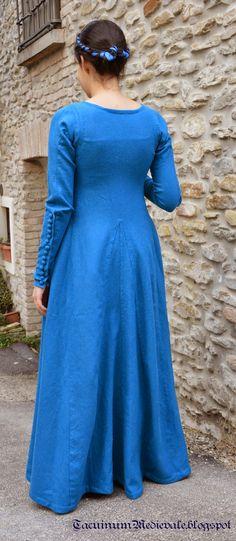 Blue dress reconstruction from Theatrum Sanitatis from Biblioteca Casanatense, Ms.4182, tav.117. Back