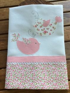 Patchwork Baby, Patchwork Patterns, Patchwork Quilting, Quilt Patterns, Crazy Patchwork, Patchwork Ideas, Doll Patterns, Towel Embroidery, Embroidery Patches