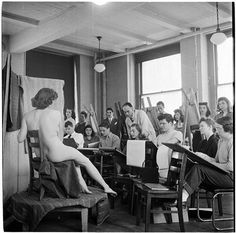 Columbia University [Students drawing a nude model in an art class.] Look magazine, photo by Stanley Kubrick, 1948 Look Magazine, Stanley Kubrick Photography, Student Drawing, Artists And Models, New York Street, Film Director, Life Drawing, Figure Drawing, Artist At Work