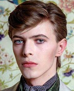 """David Bowie, Paris, 1977 by Christian Simonpietri. Mick Jagger, Freddie Mercury, Music Poster, Beautiful Men, Beautiful People, David Bowie Pictures, David Bowie Ziggy, David Bowie Young, Bowie Ziggy Stardust"