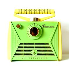emerson radio, for this week's color = GREEN from Jenny Radio Record Player, Record Players, Emerson Radio, Midnight Radio, Cb Microphone, Radio Design, The Jetsons, Green Furniture, Antique Radio