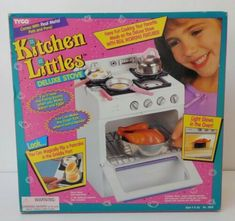 1996 Tyco Kitchen Littles Deluxe Stove - with accessories - lights up and make sounds like frying bacon, timer tick - made to play with Barbie and other fashion doll clones. Play Barbie, Barbie Toys, Doll Toys, Barbie Skipper, Vintage Barbie, Vintage Toys, Barbie Doll Accessories, Lps Accessories, Oven Pan