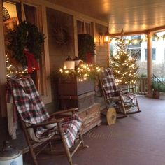Ideas farmhouse christmas porch rocking chairs for 2019 Primitive Christmas, Country Christmas, Christmas Home, Christmas Lights, Xmas, Cabin Christmas Decor, Winter Porch, Seasonal Decor, Holiday Decor