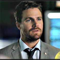 Arrow/Oliver Queen/Mayor Handsome/ A gorgeous man ❤️❤️ Oliver Queen Arrow, Stephen Amell Arrow, Arrow Cw, Muscle Tank Tops, Sexy Men, Sexy Guys, The Cw, Celebrity Crush, Gorgeous Men