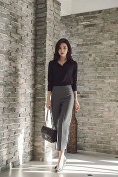 46 Interesting Work Outfit Ideas To Look Cool Today - As a career woman, I know how finding the right clothes for work is a challenge that every woman has to go through every workday. Men just put on a su. Office Outfits Women, Casual Work Outfits, Business Casual Outfits, Professional Outfits, Winter Outfits For Work, Work Casual, Classy Outfits, Business Attire, Work Attire