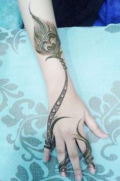 Top 15 Peacock Mehandi Designs with Pictures
