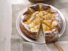 Cheesecake mit Äpfeln und Calvados  http://eatsmarter.de/rezepte/kaesekuchen-mit-aepfeln-und-calvados