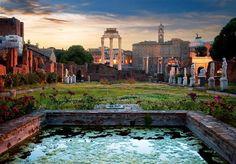 Casa de las vestales  Las sacerdotisas de la diosa Vesta disfrutaban de un jardín decorado con estanques y esculturas.