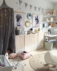 "876 likerklikk, 24 kommentarer – Kidsinterior Webshop & Prints (@elinochalva) på Instagram: ""Alvas room ✨ Tap photo for details, and have a lovely evening everyone """