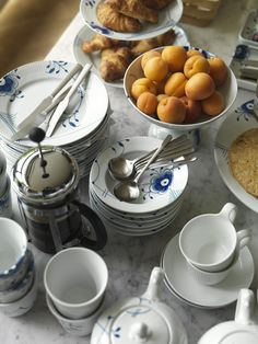 Morning table with Blue Fluted Mega