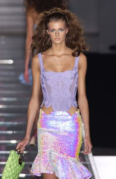Versace at Couture Spring 2002 - Runway Photos 2000s Fashion, High Fashion, Fashion Show, Fashion Outfits, Fashion Design, Couture Fashion, Runway Fashion, Womens Fashion, Saint Laurent
