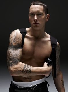 Eminem... Darn, he's 40 & HOT as ever!! Am sure my heart rate just increased.... Oh my.