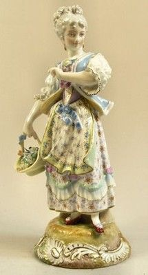 ANTIQUE RUDOLSTADT GERMAN PORCELAIN FIGURE LADY COLLECTING BLOOMS C.1880.