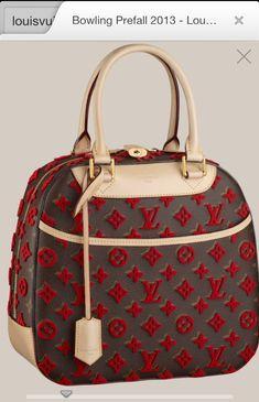 Louis Vuitton LV Pochette Latest and trending LV Pochette. - - LV Pochette - Latest and trending LV Pochette. Louis Vuitton LV Pochette Latest and trending LV Pochette. LV Pochette Latest and trending LV Pochette. Be mi Louis Vuitton Handbags, Fashion Handbags, Purses And Handbags, Fashion Bags, Handbags 2014, Handbags Online, Trendy Fashion, Fashion Glamour, Fashion 2018