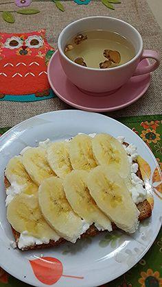 Desayuno Plan Manténgase Delgado... Pan de 7 granos,  cotagge y plátano Y te de gengibre
