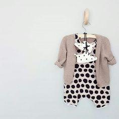 Haak van Hay, vestje van H&M, schoenen van Mila and Moccs en pakje van Marmelade Sky.