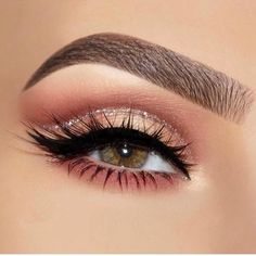 50 Coolest Party Makeup Looks to Try This Holiday Season These trendy Makeup ide. - 50 Coolest Party Makeup Looks to Try This Holiday Season These trendy Makeup ideas would gain you a - Party Makeup Looks, Makeup Eye Looks, Wedding Makeup Looks, Pretty Makeup, Skin Makeup, Eyeshadow Makeup, Eyeshadows, Eyeshadow Palette, Stunning Makeup