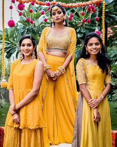 girls! The Bridesmaids are not to be ignored, this wedding season. After all, they are the ones stealing the spotlight after the couple getting married. In an Indian traditional wedding, there are a number of ceremonies to be held apart from the wedding. So, VenueMonk brings you some apparel trends, straight from the ramp! Let's have a look: