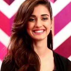Million dollar smile Beautiful Bollywood Actress, Most Beautiful Indian Actress, Beautiful Actresses, Disha Patani Photoshoot, Disha Patni, Stylish Girl Pic, Beautiful Girl Image, Beauty Full Girl, Bollywood Celebrities