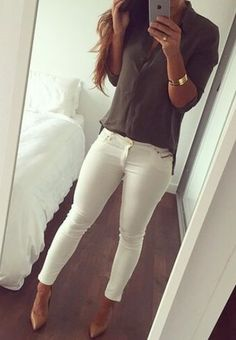 White pants, olive shirt and nude high heels Mode Outfits, Jean Outfits, Fashion Outfits, Womens Fashion, White Skinny Jeans, White Pants, White Skinnies, Classy Outfits, Casual Outfits