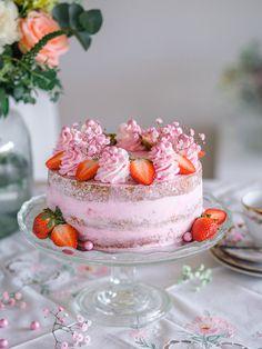 Mansikka-Rahkakakku Äidille | Annin Uunissa Pretty Birthday Cakes, Good Food, Yummy Food, Ice Cream Pies, Most Delicious Recipe, Fancy Desserts, Valentines Food, Buttercream Icing, Cake Tutorial