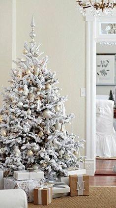 snow-white-flocked-tree-bhg