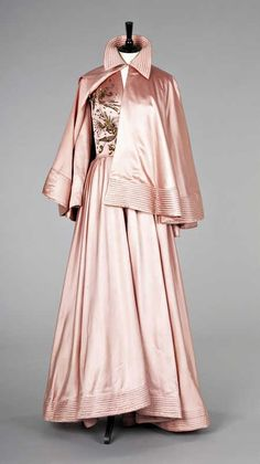 Jacques Fath ball gown and cape, 1940s.