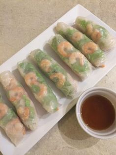 Spring rolls and sauce Asian Recipes, My Recipes, Ethnic Recipes, Rice Vermicelli, Spring Rolls, Japanese Food, Food Truck, Fresh Rolls, Entrees