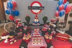 Mesa de doces para festa com tema Londres. Foto: Patricia Nogueira