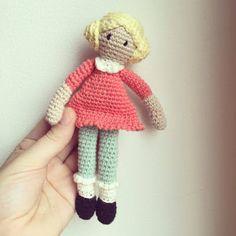 Garnkusserne | Lækre hækleopskrifter / DIY til dig, hjemmet og baby  |: DIY: Lille dukke