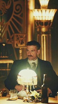 arthur shelby what a pic Series Movies, Tv Series, Netflix Series, Mafia, Peaky Blinders Series, Alfie Solomons, Steven Knight, Red Right Hand, Cillian Murphy