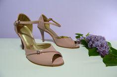 Růžovopůdrové svatební boty. Ružovopudrové svadobné topánky. svatební obuv, společenksá obuv, spoločenské topánky, topánky pre družičky, svadobné topánky, svadobná obuv, obuv na mieru, topánky podľa vlastného návrhu, pohodlné svatební boty, svatební lodičky, svatební boty se zdobením,topánky pre nevestu