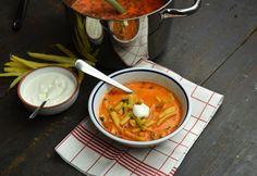 Egyszerű tejfölös zöldbableves Soup And Salad, My Recipes, Thai Red Curry, Dishes, Ethnic Recipes, Food, Face Book, Minden, Tablewares