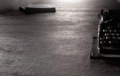 GIGACER vloertegels tot 120x120 cm, Intercodam Tegels B.V., In Faenza (Italie) staat de grootste tegelpers van Europa, die het mogelijk maakt om tegels van 120x120 cm te persen. De serie Concrete wordt in deze maat gemaakt en heeft een betonachtig oppervlak, leverbaar in 8 kleuren. Er zijn diverse andere a...