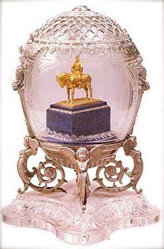 "Nikolai II, Maria Fjodorovnalle tilaama muna v.1910. 15,5 cm ""Aleksanteri III muistomerkki"""