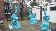 Vrijheid is een Waardevolle Vriend - waterkunst van Erik Sok - more images on http://on.dailym.net/1lQ04Bz #Amsterdam-Light-Festival, #Ellen-Van-Putten, #Erik-Sok, #Freedom-As-A-Valuable-Friend, #Statues-Of-Liberty, #Vrijheid-Is-Een-Waardevolle-Vriend