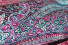 Tout savoir sur les matières cachemire et soie, deux textiles tissus de  fibres de naturelles b317efec145