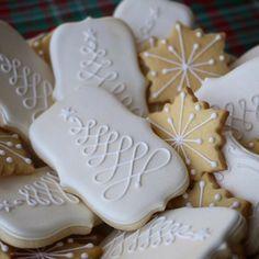 O Christmas tree baking gold Christmas decoratedcookies Christmas Sugar Cookies, Christmas Sweets, Holiday Cookies, Christmas Candy, Christmas Baking, Gingerbread Cookies, Gold Christmas, Christmas Tree, Iced Cookies