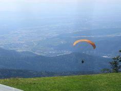 Kandel - Valschermspringer springt in het dal.