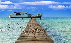 Pelabuhan Pulau Laut, Kepulauan Natuna, Kepulauan Riau, Indonesia.  (by bongjun)