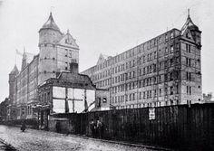 Photos Of London In 1903 | Londonist The 'monster doss house' in Fieldgate Street, Whitechapel, 1903