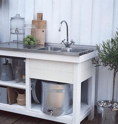 Outdoor Buffet, Outdoor Living, Summer House, Interior Design Trends, Garden Sink, Living Room Interior, Pallet Patio Furniture, Carport Makeover, Outdoor Kitchen