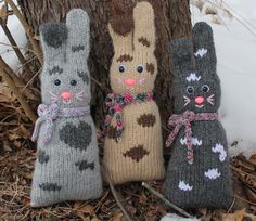 This little bunny cushion is the perfect assessory to add a little cuteness to your home decor and be a playmate and cuddle companion to little ones in the home. Knitting For Charity, Knitting For Kids, Knitting Yarn, Knitting Projects, Baby Knitting, Knitting Ideas, Teddy Bear Knitting Pattern, Knitting Patterns Free, Free Knitting