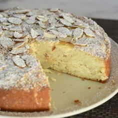 Italian Almond Ricotta Cake is the perfect Italian dessert. This recipe is full of flavor and so simple to make with ricotta cheese and almond extract… - Lombn Sites Almond Recipes, Baking Recipes, Cake Recipes, Dessert Recipes, Italian Almond Torte Recipe, Gourmet Desserts, Picnic Recipes, Health Desserts, Plated Desserts